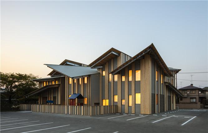 日本aitoku幼儿园建筑外观设计方案